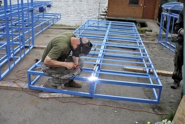Základ hausbótu – ocelová konstrukce – vyjde zhruba na70000Kč.
