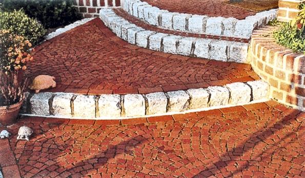 TERCA KLINKER –dlažba zahradní izátěžová se vyrábí spovrchem hladkým, drsným nebo vprovedení antique. Barevnost je tmavě asvětle červená ačervený melír.