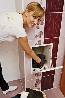 Vkoupelně už nemusí zabírat místo koš na špinavé prádlo. Prádelní shoz umožní elegantně odstranit připomínku této domácí práce zočí avěnovat se vtéto místnosti pouze očistě arelaxaci (ARTOX).