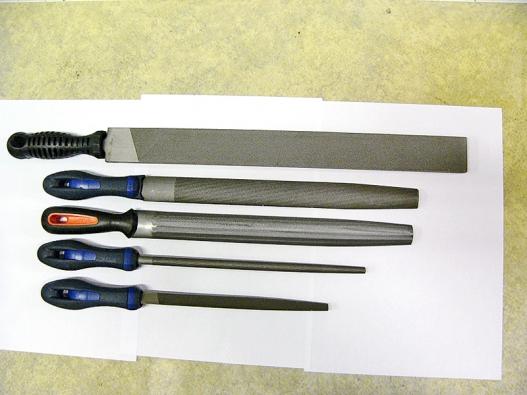 Plochý dílenský pilník, půlkulatý hrubý, půlkulatý jemný, kulatý apilník strojúhelníkovým profilem (AJAX).