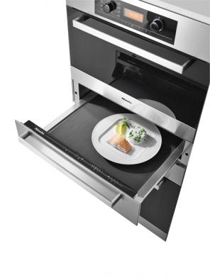 Hotový pokrm na vás počká vnerezovém nahřívači nádobí pod troubou, cena 24990Kč  (MIELE).