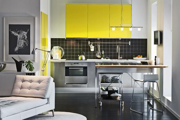 Podle ergonomických zásad se kuchyně pro leváka oproti obvyklé pravoruké kuchyně radikálně liší. Zejména pořadí jednotlivých kuchyňských zón acelá pracovní cesta je naopak.  Vpřípadě, že plánujete kuchyni pro praváka ipro leváka zároveň, je nejvhodnější ostrůvková kuchyně.