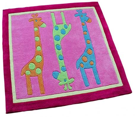 Koberec Žirafa, ručně tkaný svlasem dlouhým  2cm, 100 x 100cm, cena 1342Kč (dráček.cz).
