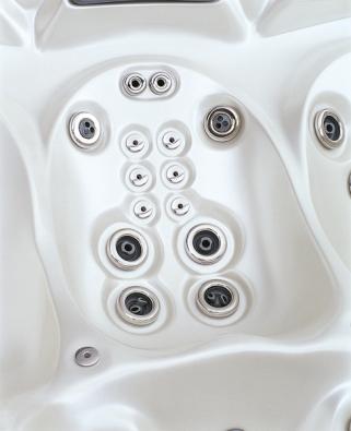 Ergonomie hraje významnou roli vkonstrukci spa. Důležitá je izpohledu rozložení trysek. Na snímku je sestava přímých trysek pro bodovou masáž Shiatsu.