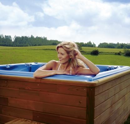 Masážní bazény jsou skvělým místem pro odpočinek. Umožňují individuální relaxaci stejně jako příjemné chvilky rodinné zábavy.