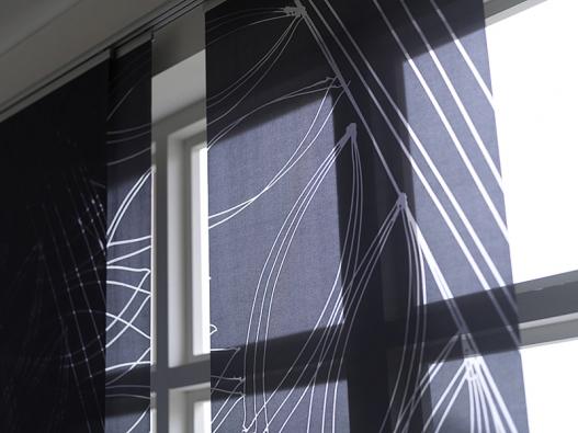 Panelový závěs; propouští světlo avytváří zajímavé efekty (IKEA).