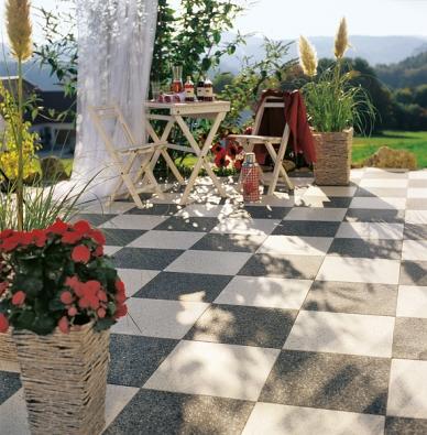 Šachovnice zbetonové dlažby se stane vzahradě výrazným dominantním prvkem (ZAHRADA PRAHA).