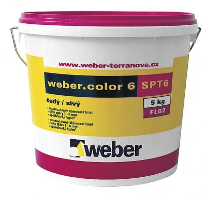 Práce smrazuvzdornou práškovou spárovací hmotou pro šířku spáry 1–6mm je díky plastovému obalu mnohem jednodušší (WEBER TERRANOVA).
