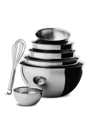 """Kuchyňskému interiéru budou """"slušet"""" především nerezové doplňky: sada kuchyňského nádobí All Steel."""