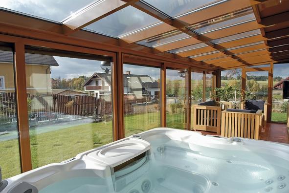 Prostor zimní zahrady je přímo ideální pro osazení vířivým bazénem (REYNAERS).