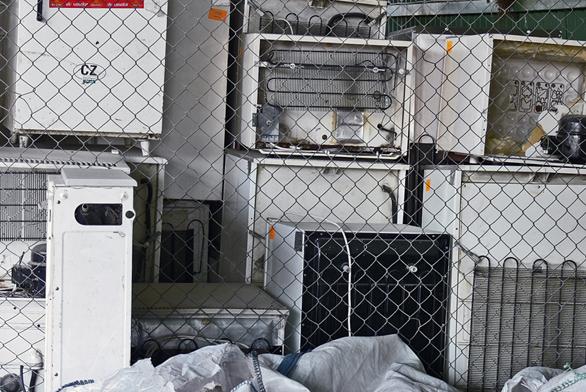Vysloužilé elektro-spotřebiče můžete odložit ve sběrném dvoře vašeho trvalého bydliště.