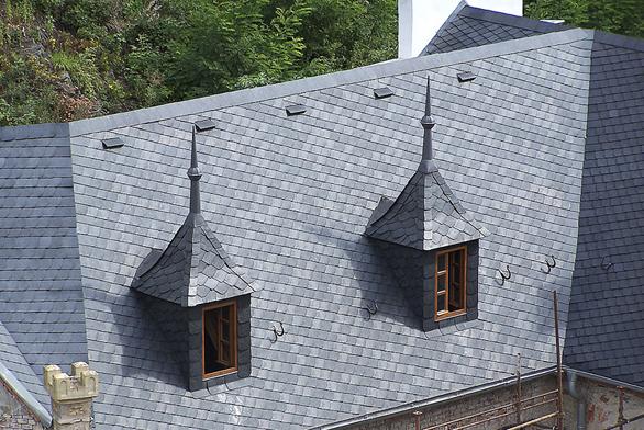 Břidlice je nezastupitelná při rekonstrukcích střech starších historických budov (GLYNWED).