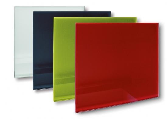 Skleněné sálavé panely GR zbezpečnostního tvrzeného skla sčistými liniemi bez orámování.