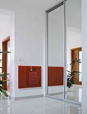 Jednou zmožností, jak vyhřívat interiér, je využít infračervených vln, jež vyzařují moderní infrapanely.