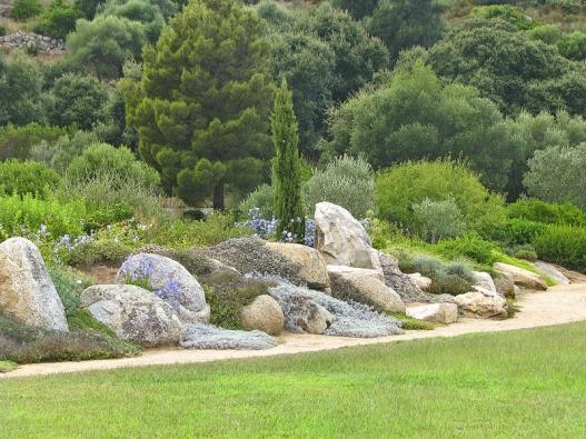 Přirozenou součástí parku jsou písčité cesty apěšiny.