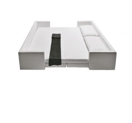Hranatá rozkládací  pohovka Scoop (design Guido Rosati, Saba Italia), čalounění látka, cena na vyžádání (COLOSSEUM).