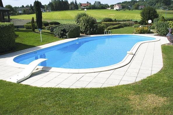 Bazén Valerie je vhodný na větší pozemky, kde vynikne jeho zakřivení.