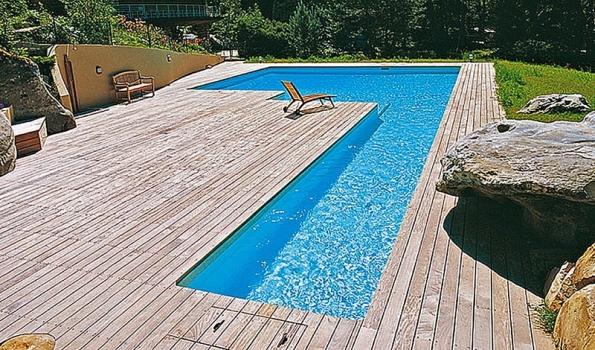 Výhodou francouzského bazénu stavěného metodou ztraceného bednění je imožnost vytvořit libovolný tvar.