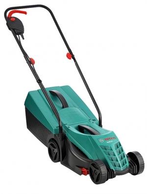 Elektrická sekačka Rotak 32 má příkon motoru 1 200 W, záběr 32cm, výšku sečení 2 až 6cm, objem koše 31l  aváží jen 6,8kg. Je vybavena bočním hřebenem, se kterým lze sekat trávu až kokraji trávníku, cena 2999Kč (BOSCH).