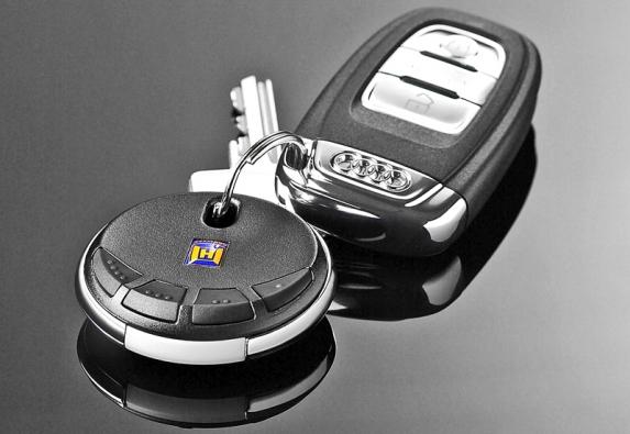 Elegantní ovladače vrat mají možnost aretace vysílání a množství kódů kvůli bezpečnosti.