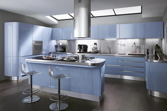 Kuchyňská linka Tess se vyrábí v36 barevných odstínech  lesklého amatného laku av5 odstínech laminátu.