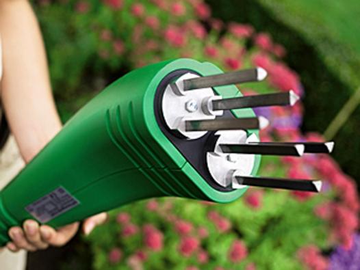 Elektrický kypřič Brill-Gardenboy 400-GB vhodný kekypření záhonové půdy. Cena: 2990Kč.