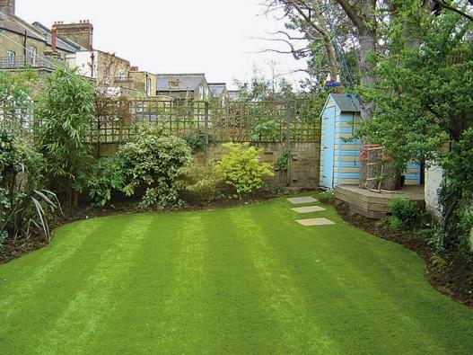 Jestliže chcete mít pěkný zelený koberec,  je pravidelné sekání trávníku základní anejdůležitější prací.