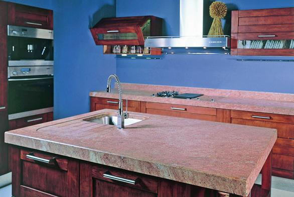 Žulovou kuchyňskou desku můžeme lapidárně popsat šesti slovy: elegance, krása, důstojnost, praktičnost, odolnost aživotnost (GRANIT HOLEC).