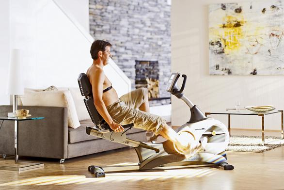 Ergometr RX7 (tzv. recumbent) spohodlným sedadlem sopěradlem, které odlehčuje páteři. Snímání tepové frekvence spřesností EKG umožňuje Cardio-Puls-Set Polar (na obrázku). Vhodný pro trénink starších osob, lidí svysokou nadváhou  nebo pro rehabilitační trénink, cena 36990 (KETTLER).