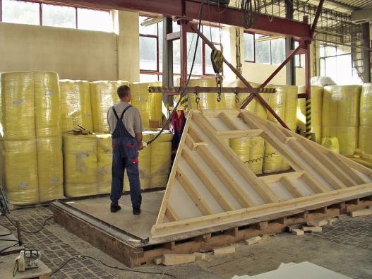 Takto, vteple avsuchu, vznikají jednotlivé komponenty budoucí stavebnice (Fermacell).