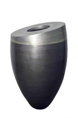 Váza, technický kámen, ruční práce, barva antracitový kov, champagne astříbrný kov, cena 70000Kč (MARUBI).