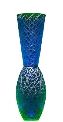 Váza Pompa, ručně broušené sklo, cena 55000Kč (RONY PLESL STUDIO).