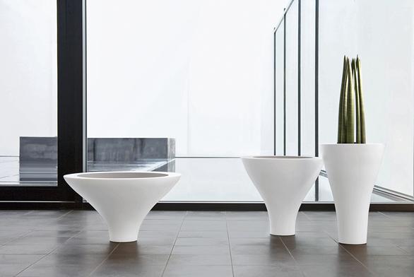 Vázy zkolekce Orchestra (Asa), keramika, ceny zleva: 1995Kč, 2285Kč a2569Kč (FANTAZIE).