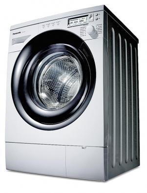 """Kdysi jen """"televizní"""" výrobce Panasonic nabízí pračky se šikmou osou usnadňující plnění bubnu, strojrozměrným sprchováním atříletou zárukou."""