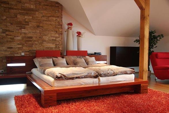 Postel by měla být v ložnici umístěna tak, aby byla dobře dostupná.