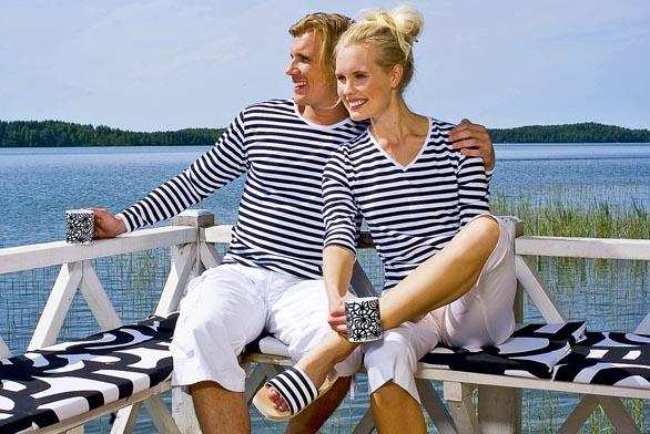 Sedáky, trička ihrnky jsou zdílny finské designové firmy Marimekko (DESIGNOR).