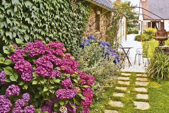 Zahradní architekti se postarají oto, aby zahrada kvetla průběžně po celý rok.