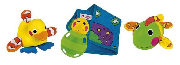 Měkké koupací hračky ze speciálních textilií jsou vhodné pro miminka prakticky od narození (SASSY).