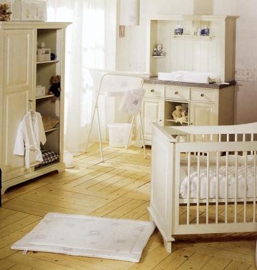 Po koupeli miminko absolvuje ošetřovací kúru, která by se měla odbývat vprostředí sdostatečnou teplotou, aby dítě neprochladlo.