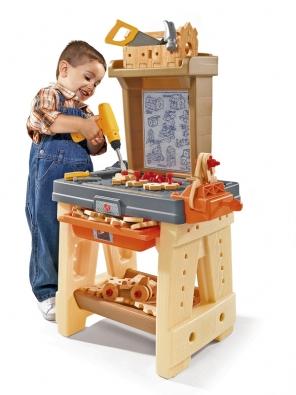 """Umožněte svým klukům hrát si na kutila! Truhlářská dílna podporuje dětskou představivost, rozvíjí zručnost ajemnou motoriku. Dílna sestává ze  65 částí, měkkého plastového nářadí a""""dřeva"""" DURAFORM bez třísek, což umožňuje hru smaximální ochranou proti úrazu. Vhodné pro děti od 3 let  (BABYWELT.CZ)."""
