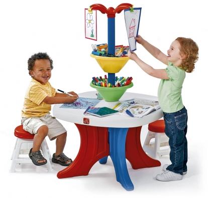 Kreslicí stolek je určen pro děti, které rády malují. Věž je vyrobena zbarevného, odolného azároveň snadno udržovatelného plastu.