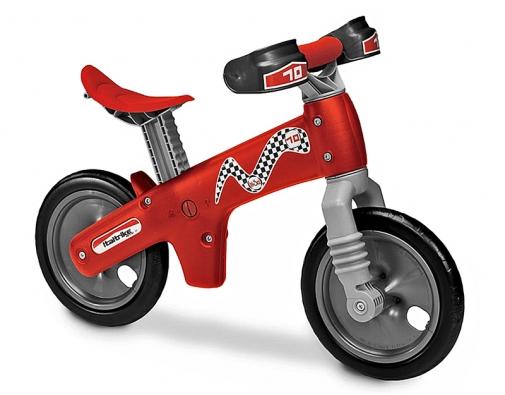 Je možné, aby se dítě naučilo samo jezdit na kole? SBi.Ci to možné je, protože pomáhá dítěti naučit se rovnováze apřipravuje ho na řízení skutečného kola (ITALTRIKE).