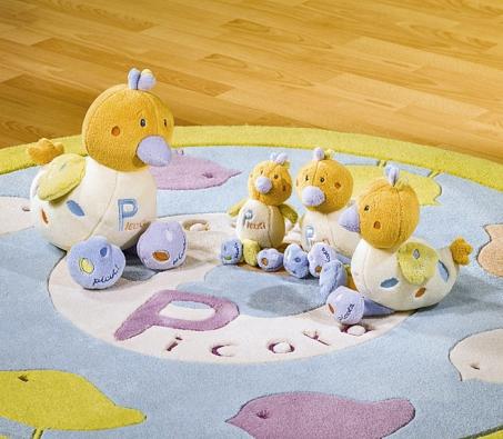 Plyšáci-kačenky ikoberec doplňují řadu dětského nábytku Sauthon NATURE (BABY ROOMS.CZ).