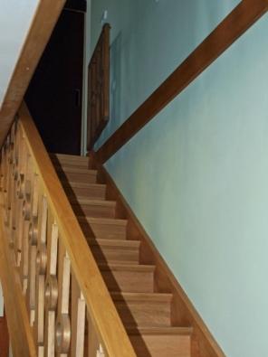 Schodiště v jednom z Gočárových domů podle původního návrhu architekta Josefa Gočára.