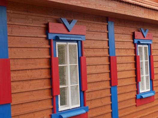 Detail oken na jednom z Gočárových domů.
