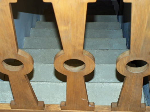 Detail schodiště v jednom z nově rekonstruovaných Gočárových domků.