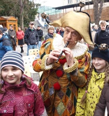 O zábavu se staral Jiří Stivín v dobovém kostýmu pištce.