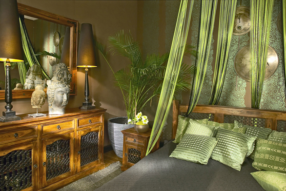 Nábytek zkolekce Grenada je vyřezaný zpalisandru (ALMI DÉCOR).