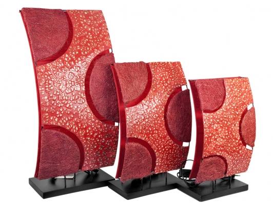 Náladové exotické lampičky zratanu, pryskyřice askořápek sčerveným bavlněným stínítkem. Cena za set tří lampiček 2220Kč (IN ART).