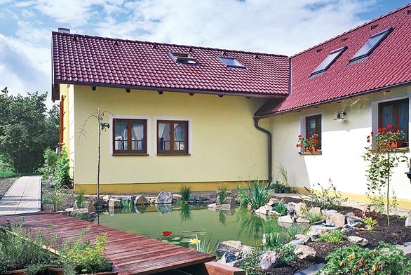 """Každý rodinný dům prokoukne, když dostane nátěr barevně """"šitý na míru"""" (PRIMALEX)."""